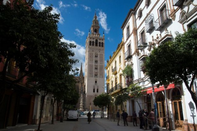 The Giralda bell tower and the Giralda Bar in Seville